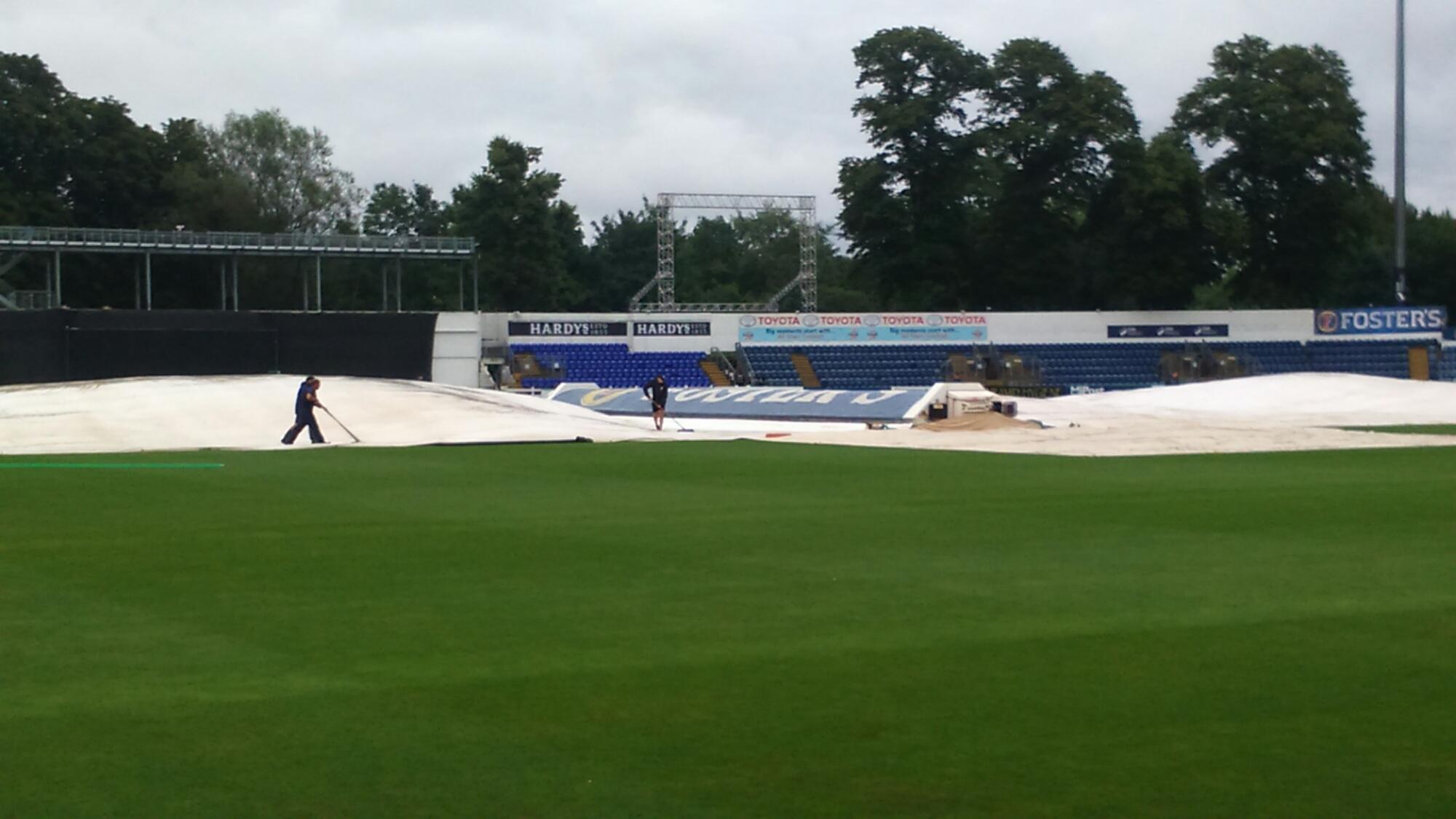 Natwest T20 Blast: Glamorgan v Sussex   In the Dark